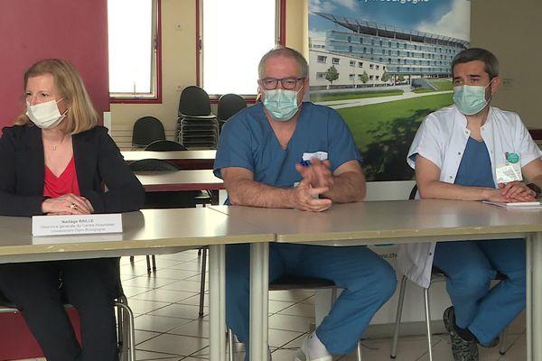 Les médecins de réanimation et la directrice du CHU de Dijon ce lundi 7 juin