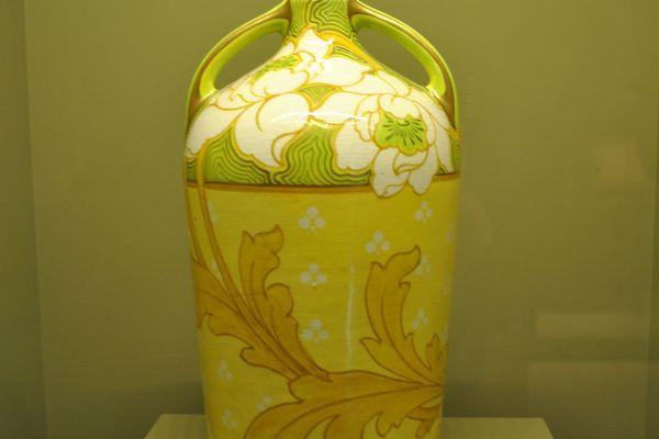 Manufacture Keller et Guérin . Vase à décor de pivoines - 1900-1905