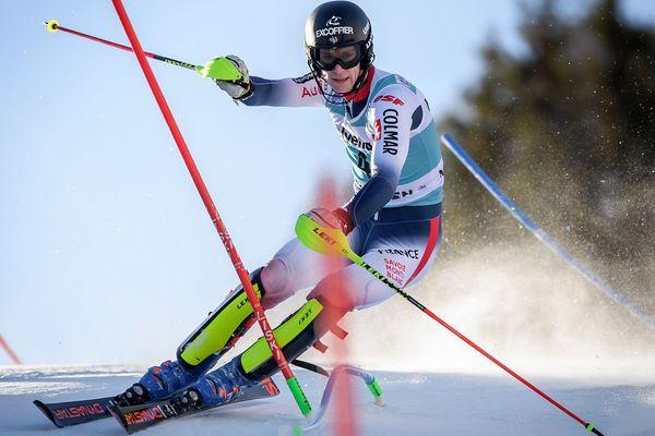 Clément Noël est sorti à cause d'une grosse faute dans le mur final au slalom d'Adelboen (Suisse).