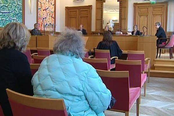La septuagénaire était convoqué mardi matin devant le tribunal administratif de Clermont-Ferrand.