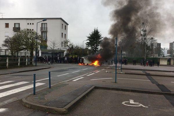 146 personnes ont été interpellées en marge des manifestations des lycéens à Mantes-la-Jolie (Yvelines).