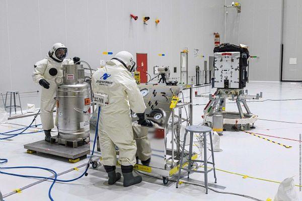 Les équipes du CNES et Arianespace ont travaillé pendant de longs mois sur le satellite Taranis.