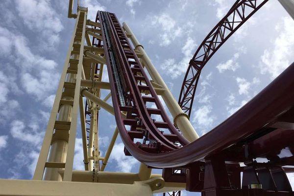 Le Mystic, le nouveau manège à sensations du parc Walibi, et sa montée verticale à plus de 30 mètres de haut.