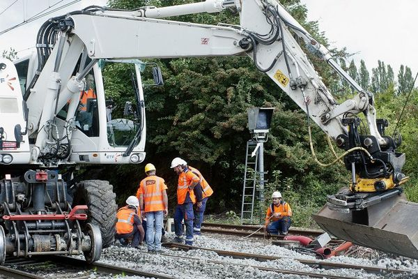 La circulation des trains entre Clermont-Ferrand et Paris Bercy interrompue pendant le pont de la Toussaint pour des travaux de rénovation des voies.