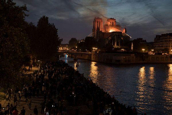 Parmi les milliers de parisiens impuissants face au drame qui se déroulait devant eux, le Clermontois d'origine Hadrien Lacoste qui consacre sa vie à la préservation d'édifices comme la cathédrale de Paris puisqu'il travaille à l'observatoire du patrimoine religieux.