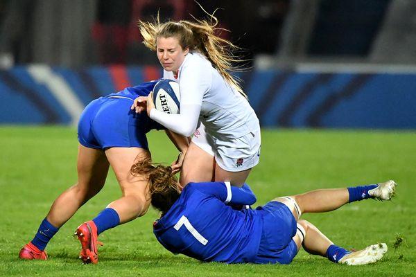 Les lumières ne sont restées allumées que jusqu'à la 62e minute à Villeneuve-d'Ascq vendredi 30 avril lors du match de rugby entre la France et l'Angleterre.