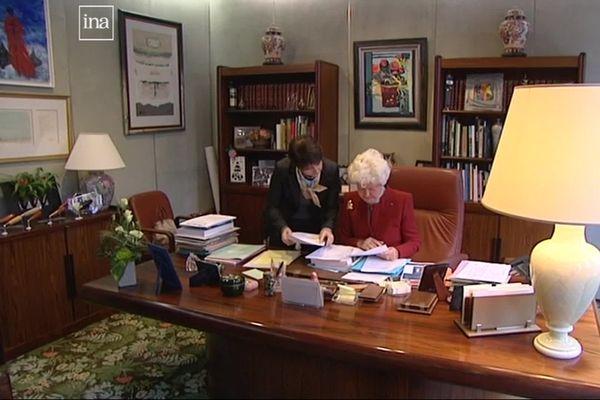 Nous n'avons pas retrouvé d'images de Michel D'Ornano à son bureau. Mais voici, son épouse, Anne, dans ce même bureau, en 2011.