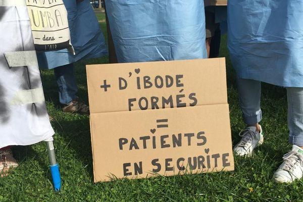 Les infirmiers et infirmières de bloc opératoire du CHU de Montpellier revendiquent une meilleure reconnaissance
