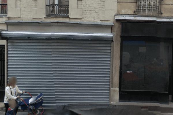 C'est dans ce local, au rideau de fer baissé, que se retrouvent la JNR (Jeunesse nationalistes révolutionnaires), rue de Javel dans le 15è