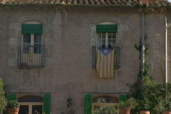 Le drapeau catalan flotte à La Jonquera.