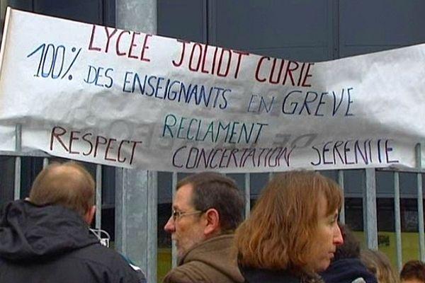 Une trentaine de professeurs manifestaient ce jeudi matin (24/01/2013)