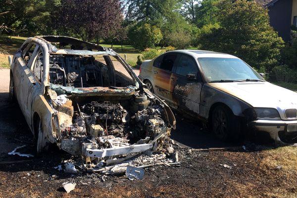 Au moins une douzaine de véhicules ont été incendiés chez des particuliers à Nayemont-les-Fosses et aux alentours