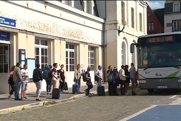 Les cars remplacent les trains sur la ligne SNCF Abbeville Le Tréport