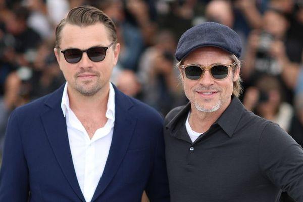 """Les deux stars américaines, Leonardo di Caprio et Brad Pitt devant le palais des festivals pour """"Once upon a time in Hollywood""""."""