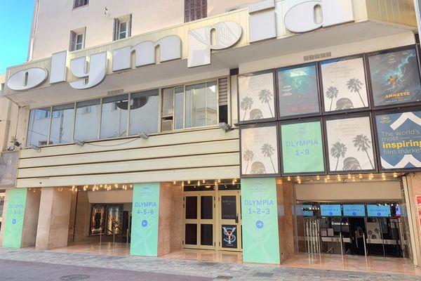 La façade cinéma Olympia, à Cannes, dans les Alpes-Maritimes.