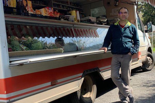A 54 ans, Philippe Cros a besoin d'acheter un nouveau camion pour continuer sa tournée.