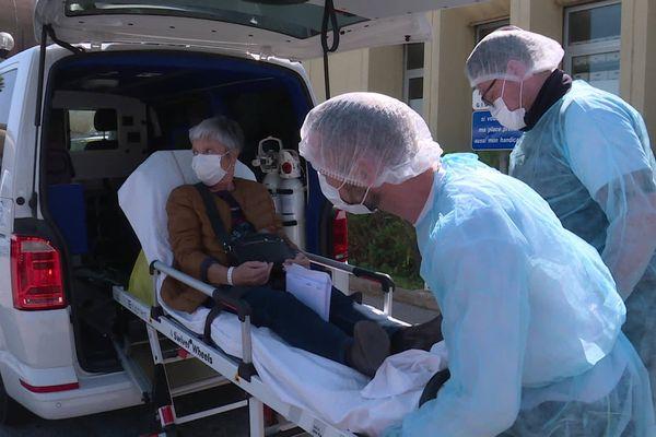 """"""" Je ne remercierai jamais assez l'équipe soignante """", glisse Raymonde à sa sortie de l'hôpital."""