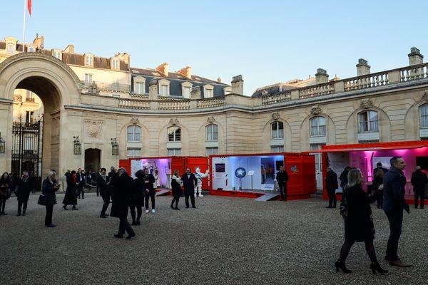 Des visiteurs de l'exposition arrivent au palais de l'Elysée, le 17 janvier.
