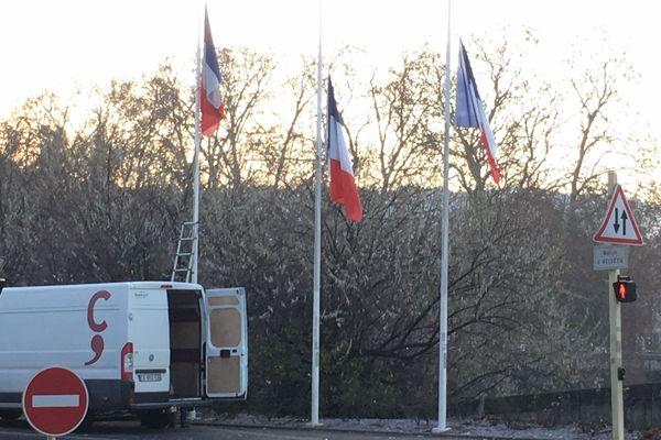Besançon met ses drapeaux en berne après l'attentat de Strasbourg