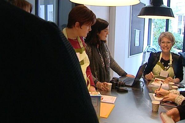 Le centre Georges-François Leclerc de Dijon, spécialisé dans le traitement des cancers, propose des ateliers cuisine aux patientes.