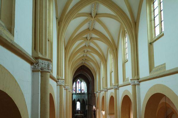 Fille de Cluny, Souvigny, dans l'Allier, fut l'un des plus grands lieux de pèlerinage du Moyen-Age. la commune fait partie du réseau des villes sanctuaires de la Paix au même titre que Lisieux, le Mont-Saint-Michel ou encore le Puy-en-Velay.