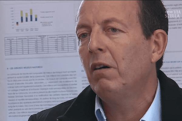 Paul-Felix Benedetti, tête de liste Core in Fronte; chef de file du parti indépendantiste U Rinnovu