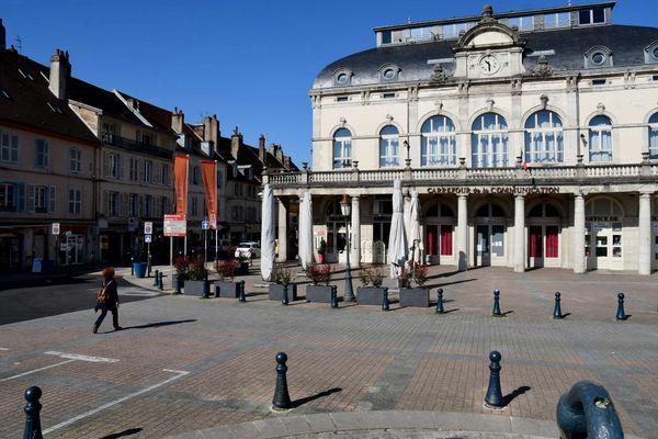 Le port du masque est obligatoire dans une quinzaine de communes comme ici, à Lons-le-Saunier.