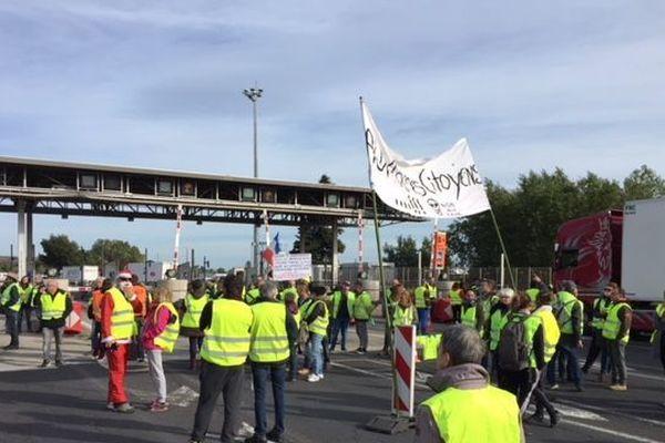 Blocage dans les deux sens de circulation de la barrière de péage du Boulou à la frontière espagnole