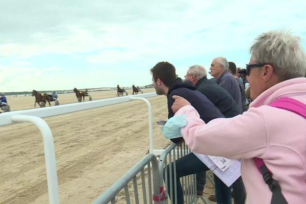Tous les ans, curieux, parieurs et familles viennent assister aux 2 jours de courses sur la plage