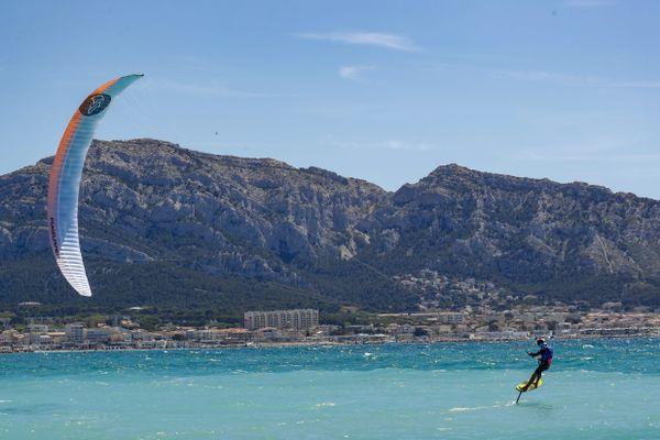 C'est aux Canaries que Théo de Ramecourt, originaire de Cayeux-sur-Mer en baie de Somme, a décroché la médaille de champion d'Europe de kitefoil.
