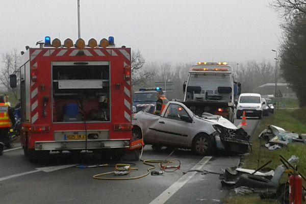 La voiture s'est déportée et a percuté un camion le 07 janvier 2015