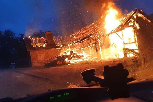 Un feu a ravagée l'ancienne scierie de Ranrupt dans le Bas-Rhin ce jeudi 4 juin au matin. L'intervention a mobilisé 21 personnes.