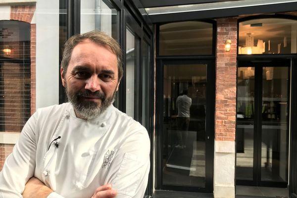 Christophe Aribert tient un restaurant à Uriage-les-Bains.