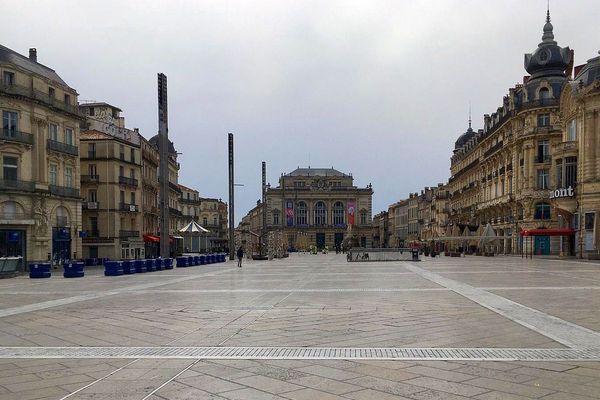 Mardi 17 mars 2020 à 15h.... Place de la Comédie à Montpellier et confinement.