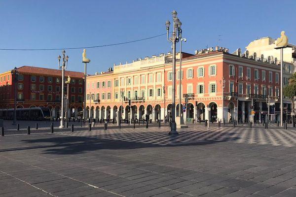 Place Massena à Nice, le calme règne