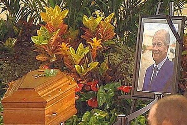 Le cercueil et le portrait de Christian Bourquin lors de la cérémonie d'hommage - 29 août 2014