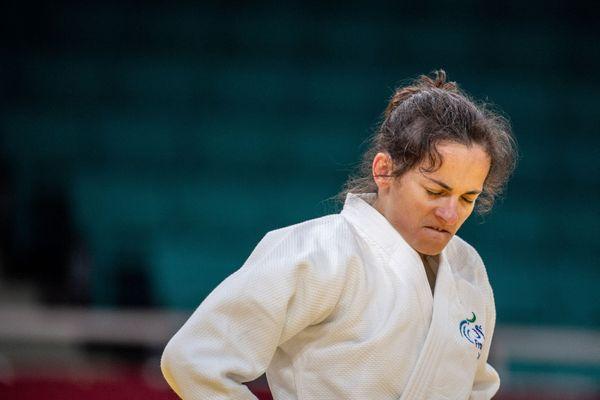 La judoka Sandrine Martinet, licenciée à l'US Orléans (Loiret), décroche la médaille d'argent pour ses derniers Jeux paralympiques.
