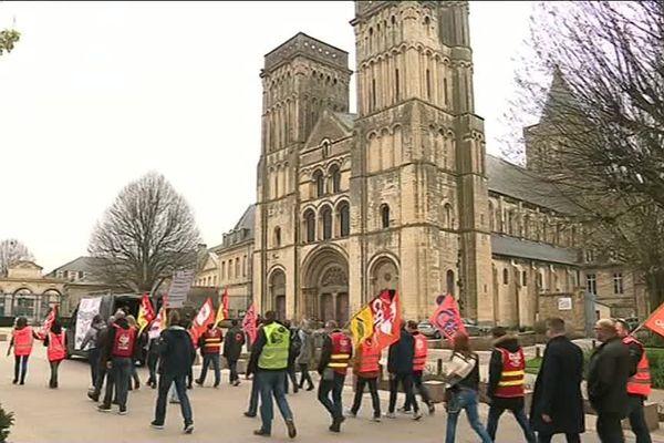 La manifestation des cheminots ce vendredi 13 avril devant l'Abbaye aux Dames à Caen