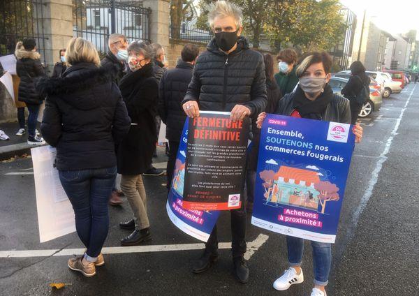 """Ce jeudi 12 novembre, les commerçants de Fougères ont demandé la réouverture, au moins du lundi au vendredi, de leurs commerces """"non-essentiels""""."""
