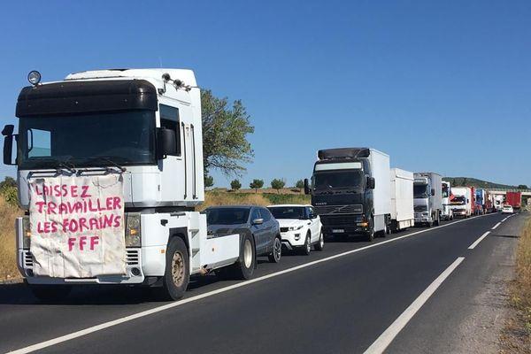 Une cinquantaine de véhicules se sont lancés dans une opération escargot depuis l'aire de l'A9 sur la D600 à 10 heures en direction de Sète