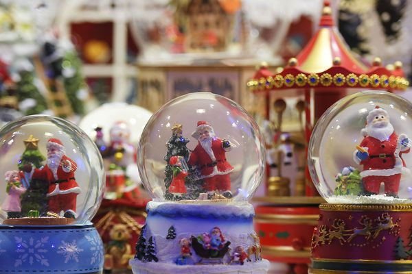 Cette année, les flocons de neige ne seront présents en Auvergne que dans les boules à neige.