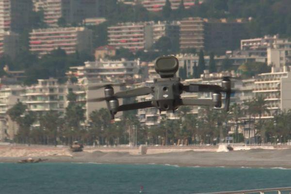 """Le message du drone : """"Tous les déplacements hors du domicile sont interdits sauf dérogation""""."""