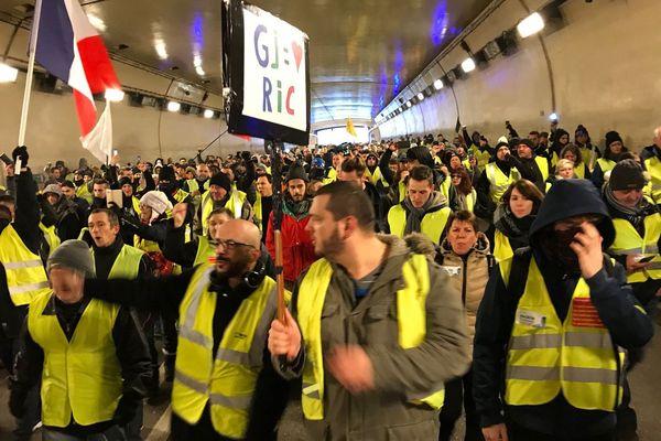 """Les """"Gilets jaunes"""" empruntent le tunnel sous la Citadelle"""