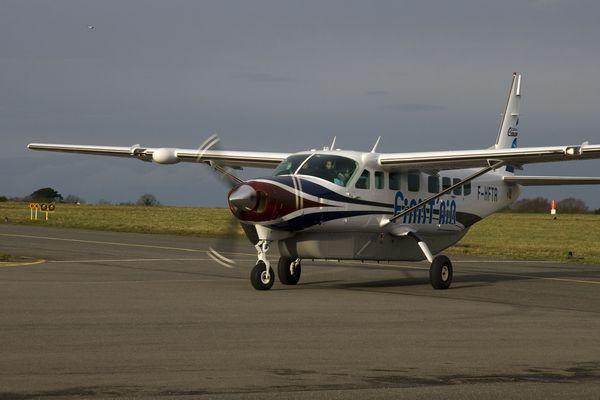 Ce Cessna Caravan de 9 places avec civière effectue, en temps normal, deux rotations par jour entre l'îe d'Ouessant et le continent. Depuis ce mardi, il ne peut voler que sur réquisition du préfet du Finistère ou du maire d'Ouessant.