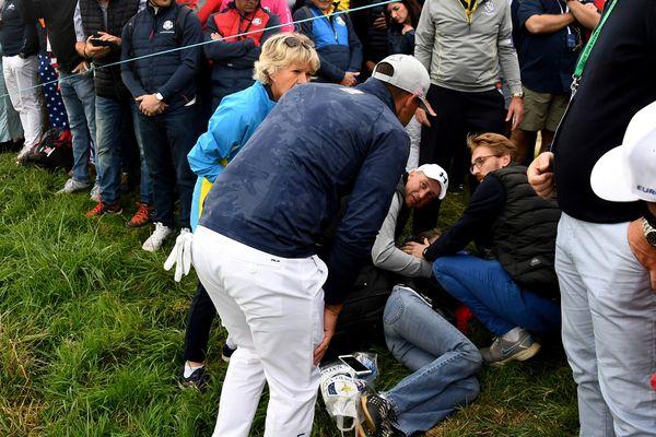 Le golfeur américain Brooks Koepka après qu'une de ses balles ait atteint le visage d'une spectatrice à lors de la Ryder Cup à Saint-Quentin-en-Yvelines.