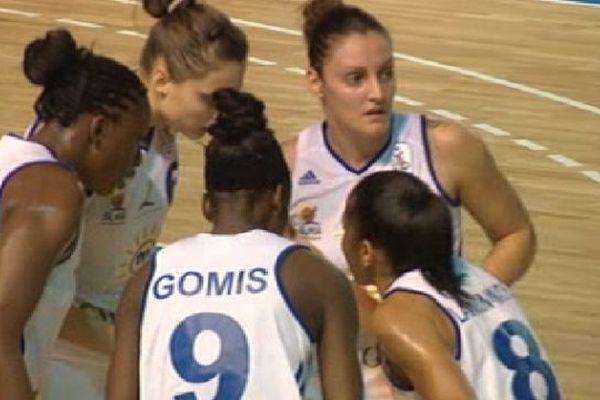 Basket : les filles de Lattes battent Bourges championnes de France 76 à 51 - 24 novembre 2012.