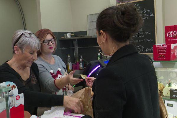 Deux mois après les inondations du 23 octobre 2019, la famille Bousquet a rouvert sa boutique à Béziers. Les clients sont au rendez-vous.