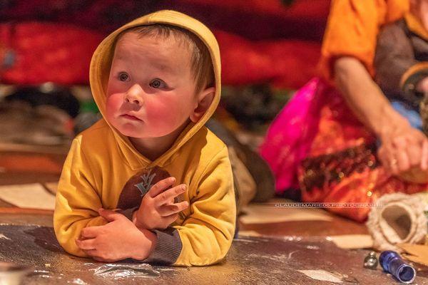 """Claude-Marie Auger s'est aventurée aux confins de l'Oural pour raconter la vie des peuples nomades. C'est là qu'elle rencontre Dimitri, """"un joyeux petit bonhomme"""" qui sera peut-être """"un jour comme son papa Sergueï, éleveur de rennes""""."""