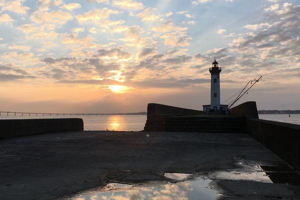 Vieux Môle Saint Nazaire : lever de soleil sur l'estuaire
