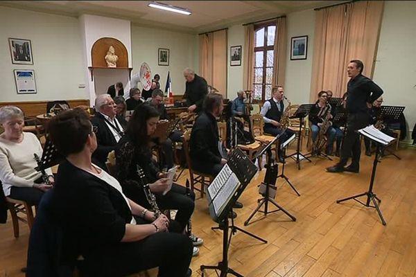 Les musiciens amateurs de l'Union musicale de Villers Bocage dans la Somme participeront à la parade d'ouverture du festival culturel Lille 3000.